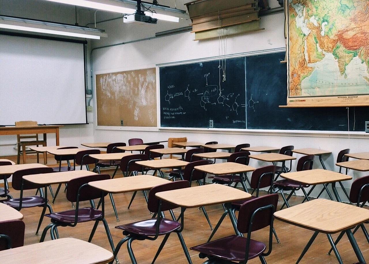 Școlile trebuie să rămână deschise, insistă OMS