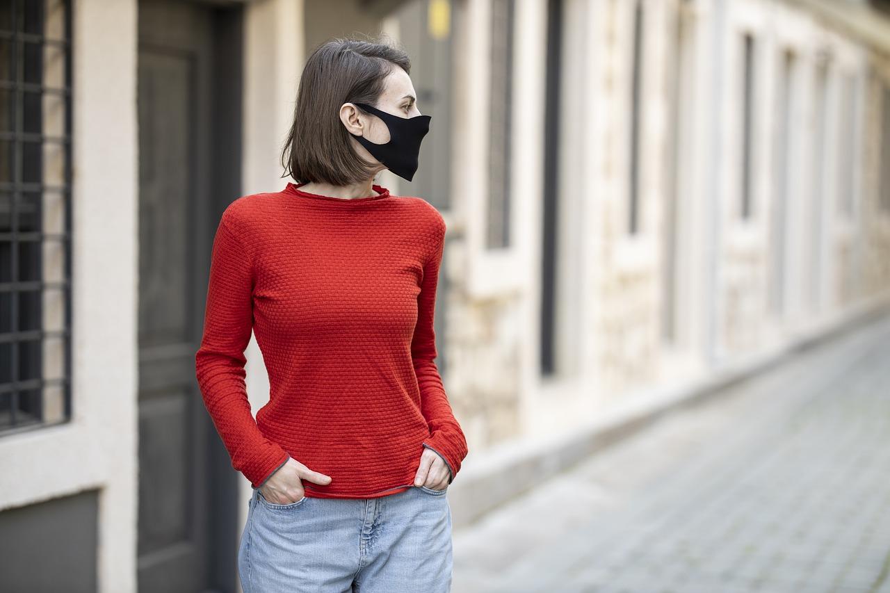 Autoritățile din România au stabilit condițiile în care masca poate fi dată jos