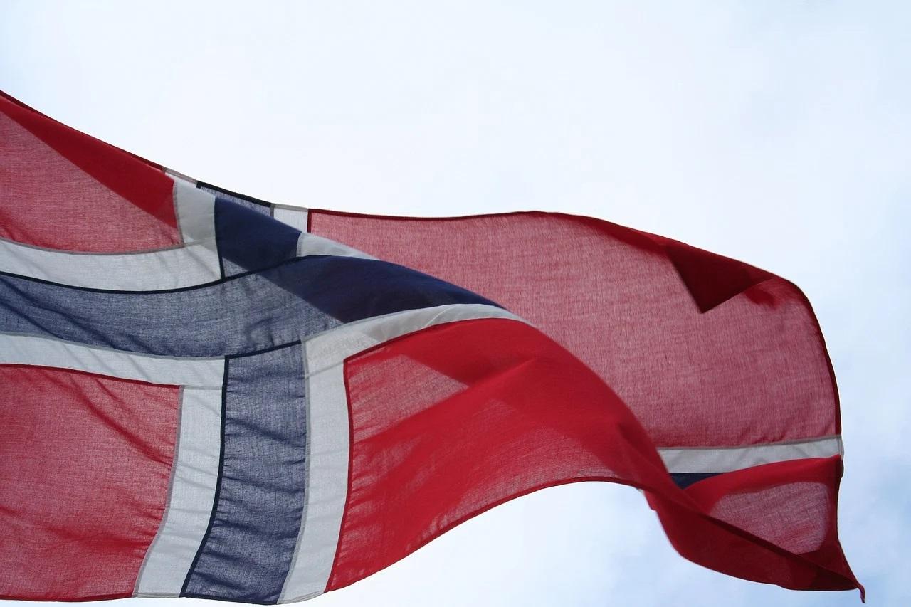 Echipele de salvare din Norvegia caută încă supravieţuitori