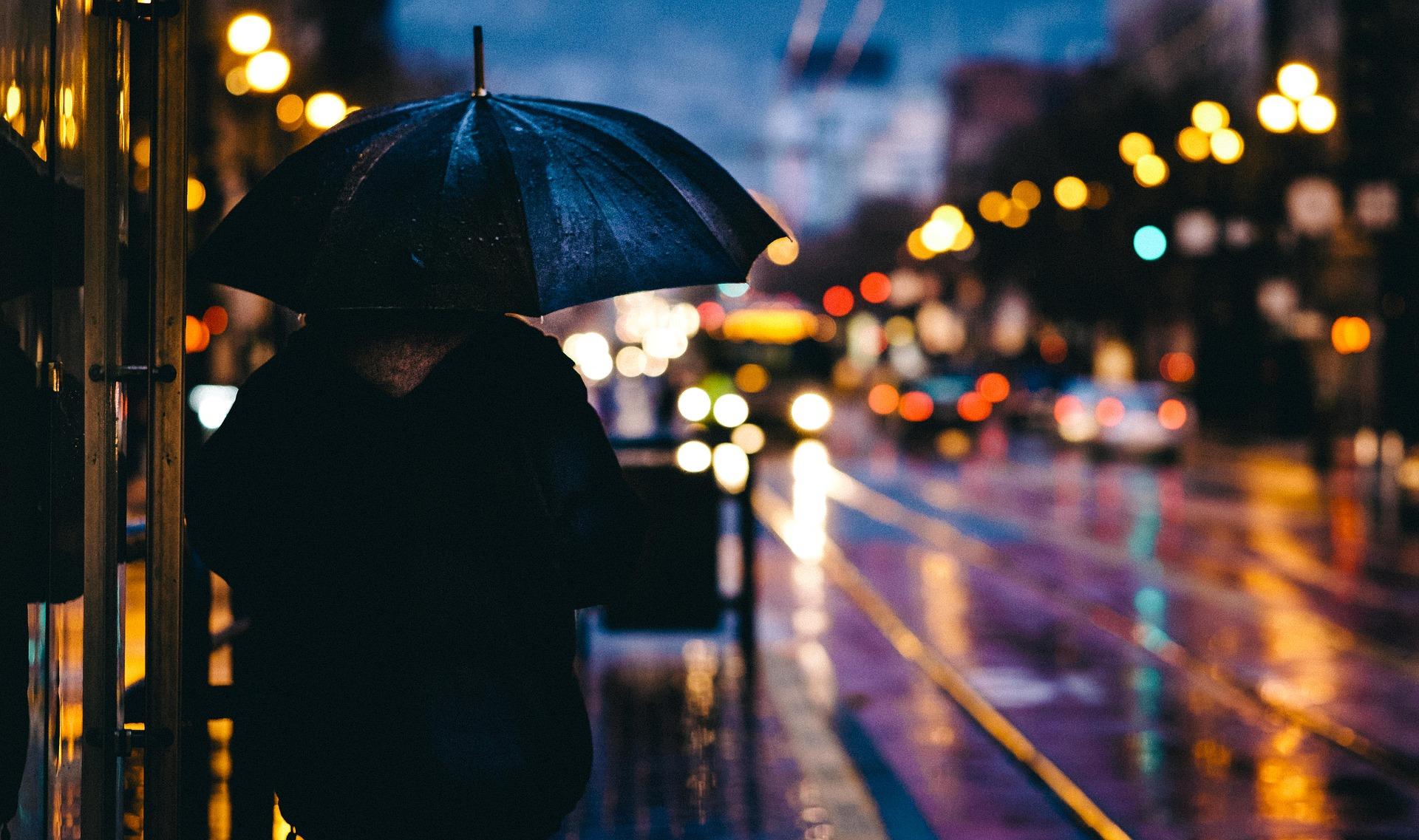 Ploi spre seară, în București