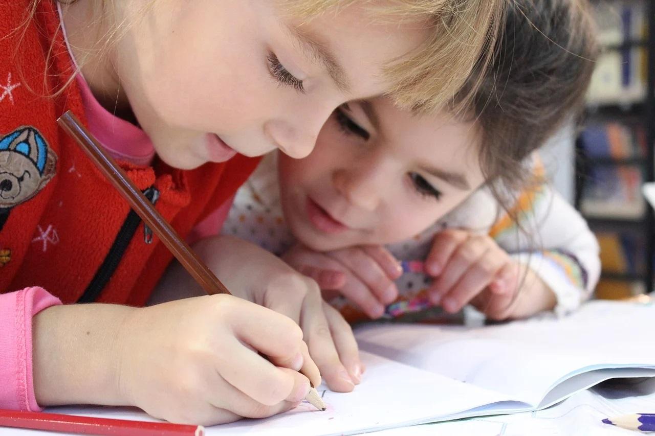 Copiii din țările cele mai sărace au pierdut aproape patru luni de școală