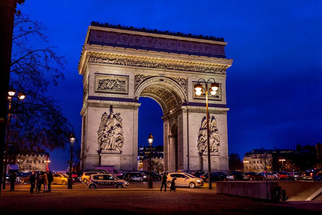 Parisul introduce noi restricţii