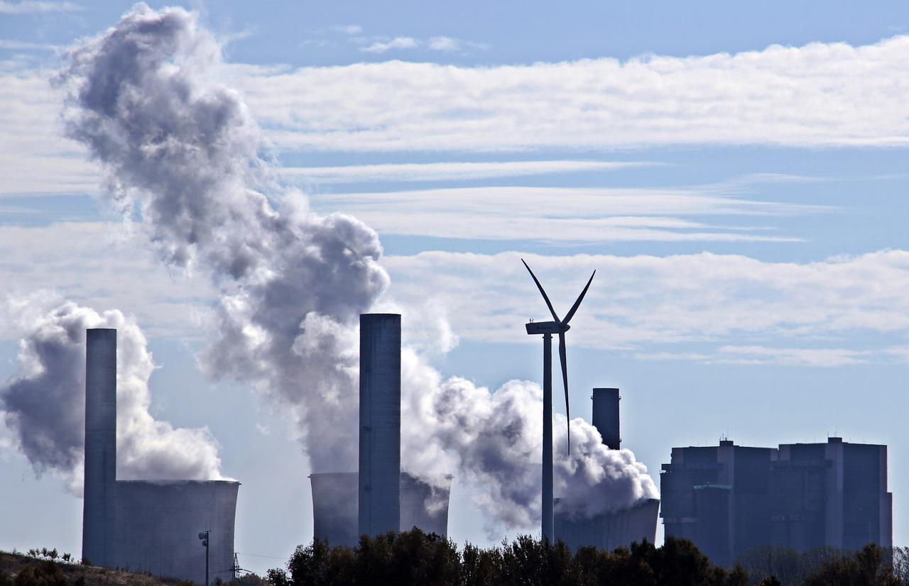 Comisia Europeană a cerut programe naţionale de control al poluării în Grecia și România