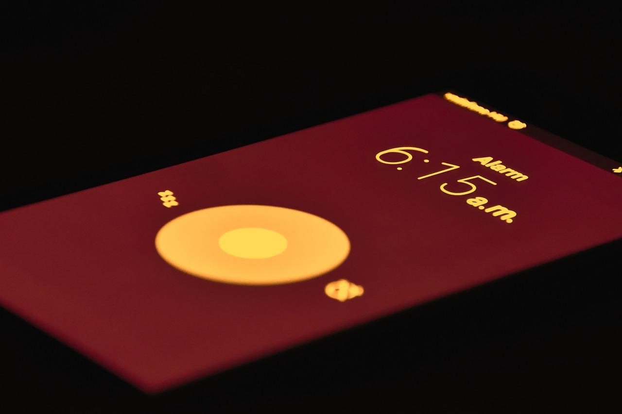 Nu este recomandat să dormim cu smartphone-ul alături de noi